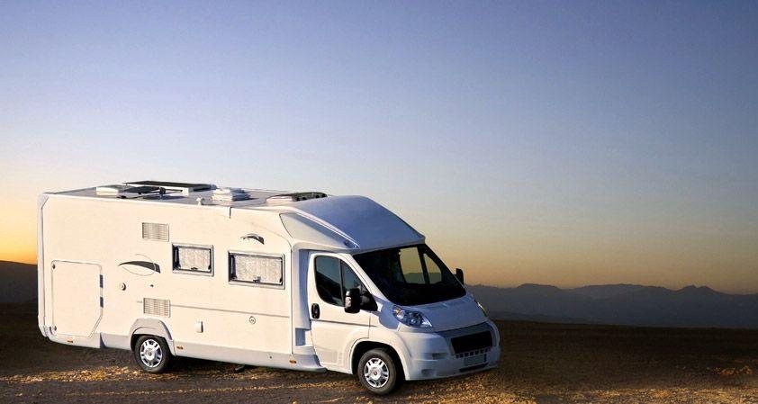 Estacionar o acampar con autocaravanas