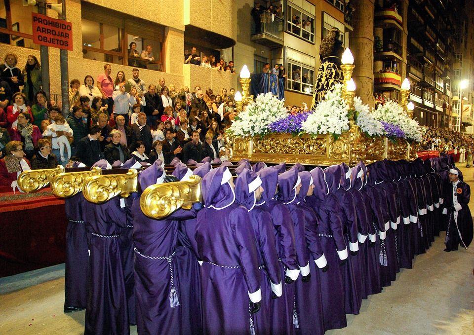 Semana santa en sevilla con tu autocaravana for Alquiler de apartamentos en sevilla para semana santa