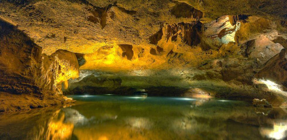 El interior de las grutas de San José.